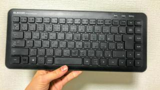 【ELECOM ワイヤレスキーボード レビュー】ミニサイズ&静音で持ち運びにも便利な最強キーボード